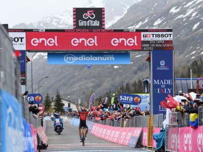Giro d'Italia 2021, Damiano Caruso eroico! Prova a ribaltare tutto e vince in solitaria sull'Alpe Motta! 2° Bernal