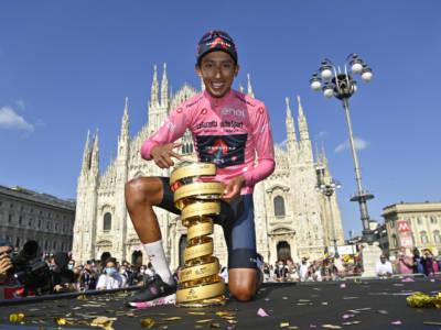 Ciclismo, Egan Bernal positivo al Covid-19 dopo la vittoria del Giro d'Italia. Lieve malessere