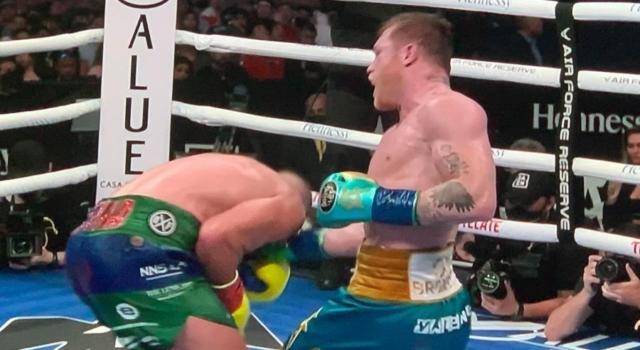 Boxe, Canelo Alvarez sconfigge Billy Joe Saunders per KO tecnico nel Mondiale dei supermedi