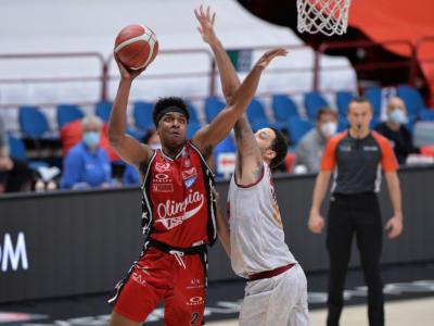 LIVE Olimpia Milano-Venezia 81-79, Serie A basket in DIRETTA: l'Armani Exchange conquista gara-1 della serie di semifinale
