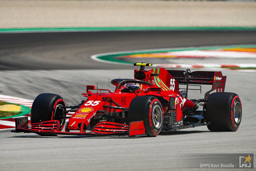 """F1, Carlos Sainz: """"La Ferrari fa fatica in gara nella gestione delle gomme. Oggi ero da 4° posto"""""""