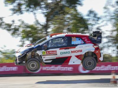 Rally, Portogallo day-2: Evans svetta in classifica, Hyundai perde Tanak dopo Neuville