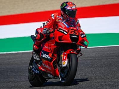 MotoGP, Bagnaia combattivo, ma ancora una volta il primo ducatista è Zarco
