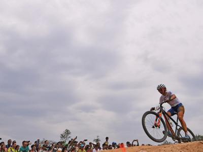 Mountain bike, Coppa del Mondo cross country: Loana Lecomte domina la prova femminile a Nove Mesto. Eva Lechner 13ma