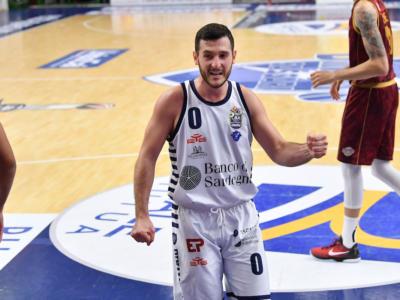 Basket: Sassari difende il PalaSerradimigni, batte Venezia in gara-3 e allunga la serie nei quarti di finale