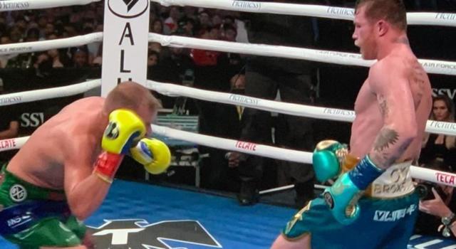 VIDEO Canelo Alvarez-Saunders, i colpi migliori. KO tecnico all'8° round