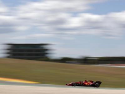DIRETTA F1, GP Portogallo LIVE: orario e programma TV8. Risultati FP3, Verstappen davanti a Hamilton