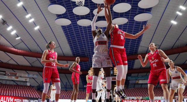 LIVE Venezia-Schio 69-59, Finale A1 basket femminile in DIRETTA: la Reyer soffre, ma vince gara 1