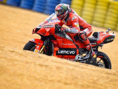 MotoGP, Francesco Bagnaia da 16° a 4°. Rimonta fondamentale per il Mondiale. E con un giro in più…