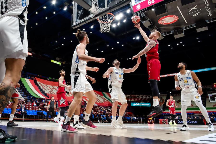 LIVE Olimpia Milano Trento 0 0, Serie A basket in DIRETTA: al Forum inizia gara 2!