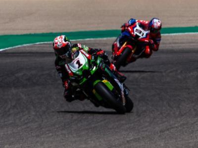 Superbike, Mondiale riaperto! Rea vince gara-2 a Portimao, Razgatlioglu cade: turco a +24