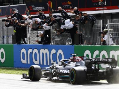 """F1, Pagelle GP Spagna 2021: il Re Nero dà """"scacco matto"""" a Verstappen! Leclerc perfetto, Sainz e Perez incompleti"""