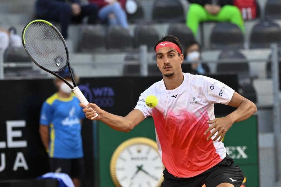 Lorenzo Sonego-Novak Djokovic 1-1, semifinale Roma a rischio evacuazione. Coprifuoco, pubblico e regolamento