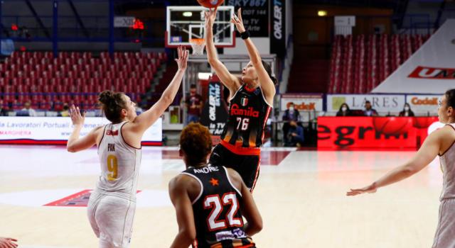 LIVE Venezia-Schio 72-58, Gara-5 basket femminile in DIRETTA: la Reyer torna sul tetto d'Italia dopo 75 anni!