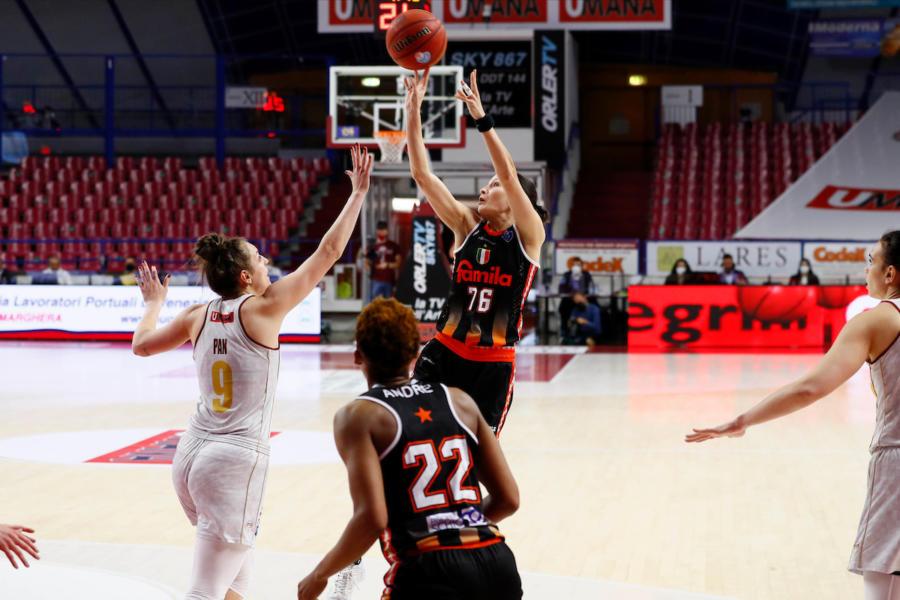 LIVE Venezia Schio 38 23, Gara 5 basket femminile in DIRETTA: la Reyer domina il primo tempo con una difesa invalicabile