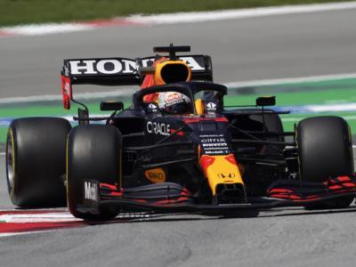 VIDEO – F1, GP Spagna 2021: partenza scoppiettante, Verstappen supera Hamilton nel primo giro