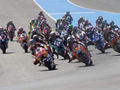 LIVE Moto2, GP Francia in DIRETTA: Raul Fernandez vince a Le Mans davanti a Gardner e Bezzecchi, cade Lowes