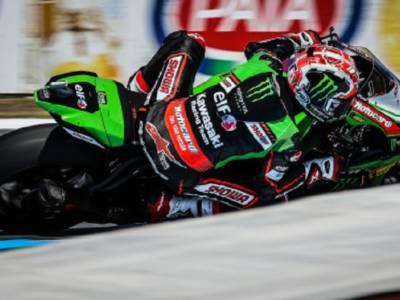 Superbike, Rea cala il tris e trionfa anche in gara-2 allungando in classifica. Redding 2° davanti a Locatelli