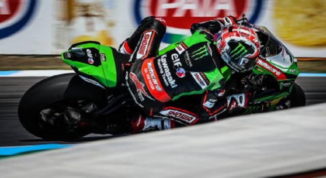 Superbike, risultati FP3 GP Gran Bretagna: Rea domina la scena sul bagnato, ottimo sesto posto per Bassani