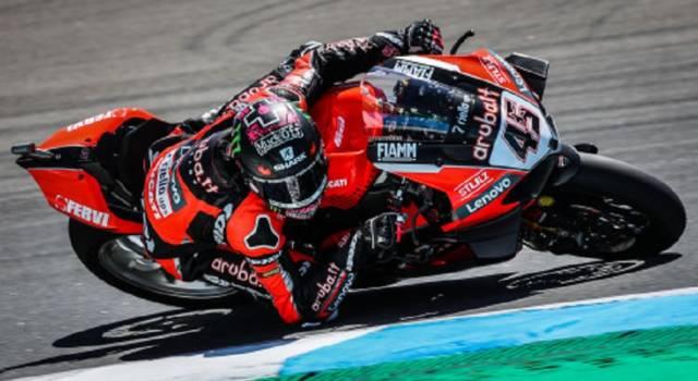 Superbike, risultato gara-1 GP Portogallo 2021: Scott Redding pone il sigillo, battuti Razgatlioglu e Rea. Rinaldi 5°