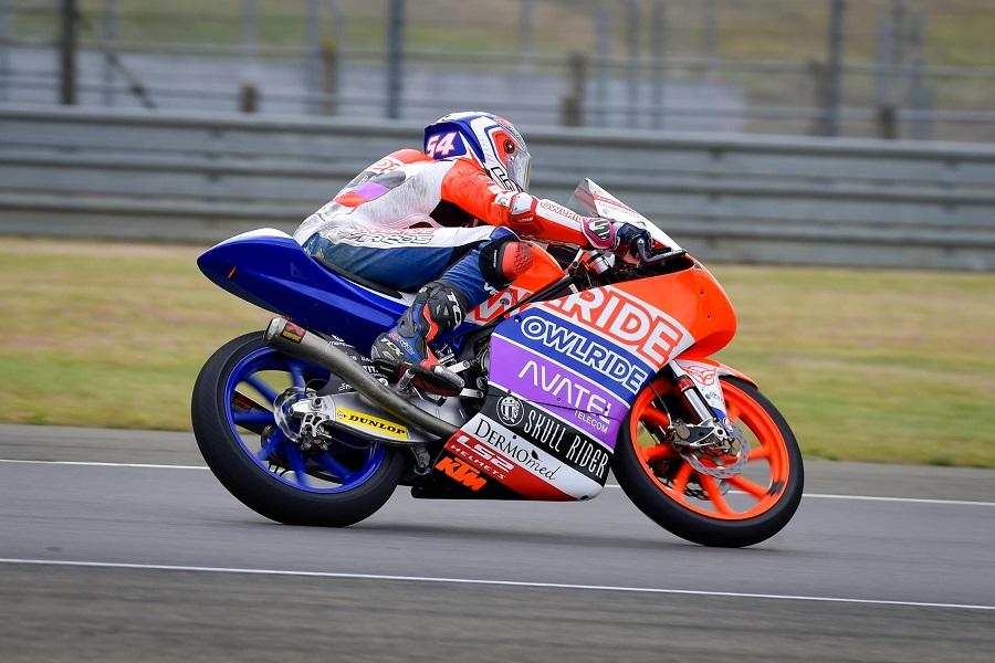 Rossi con la Yamaha M1 per le strade di Tavullia: tifosi in delirio