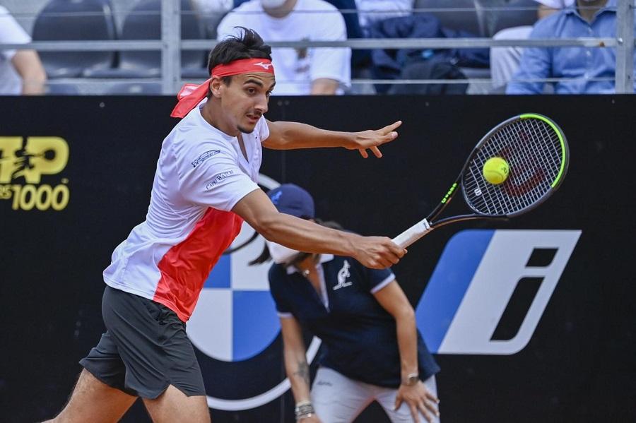 Internazionali d'Italia 2021, Novak Djokovic doma uno strepitoso Lorenzo Sonego in tre set e accede alla Finale
