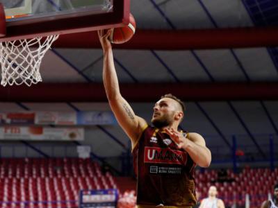 Basket, Serie A playoff: Venezia si concede il bis con un grande Tonut, Sassari butta via tutto nella ripresa