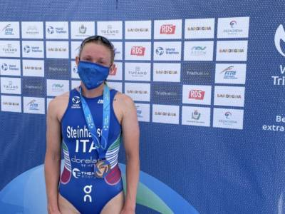 Triathlon, Verena Steinhauser è splendida terza nella World Cup Arzachena, nona Carlotta Missaglia