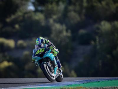 """DIRETTA MotoGP, Test Jerez 3 maggio LIVE: Valentino Rossi sorride. """"La Yamaha ha fatto delle modifiche"""""""