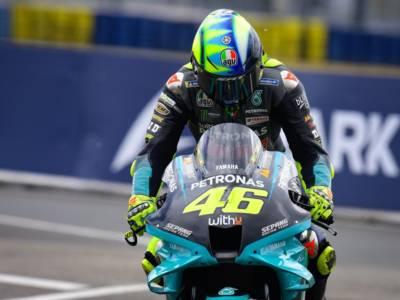 """DIRETTA MotoGP, GP Mugello LIVE: Bagnaia sorride, Valentino Rossi in ansia. """"Non riesco a guidare come vorrei"""""""