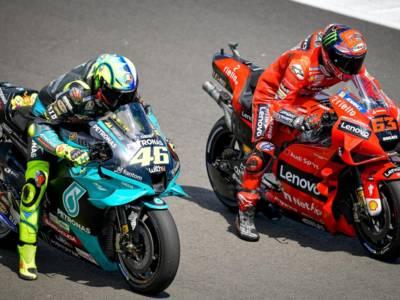 DIRETTA MotoGP, GP Gran Bretagna LIVE: Valentino Rossi 10°. Orario qualifiche TV8 e classifica prove libere