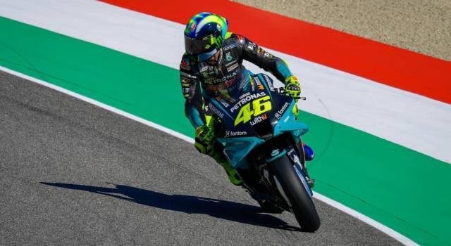 LIVE MotoGP, GP Italia DIRETTA: Bagnaia cade, Valentino Rossi rimonta ed è 10°. Quartararo in fuga