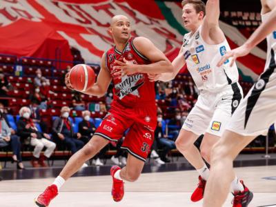 Basket: Olimpia Milano, inizio di playoff senza problemi. Battuta Trento in gara-1 dei quarti