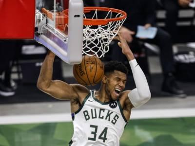NBA, Playoff 2021: Phoenix è in finale di Conference, Milwaukee pareggia con Brooklyn