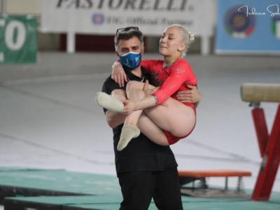 Ginnastica, Martina Maggio esce zoppicando: cosa si è fatta l'azzurra? Si teme l'infortunio in Finale Scudetto