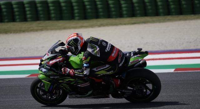 Superbike, Rea domina la Superpole Race davanti a Rinaldi e Razgatlioglu