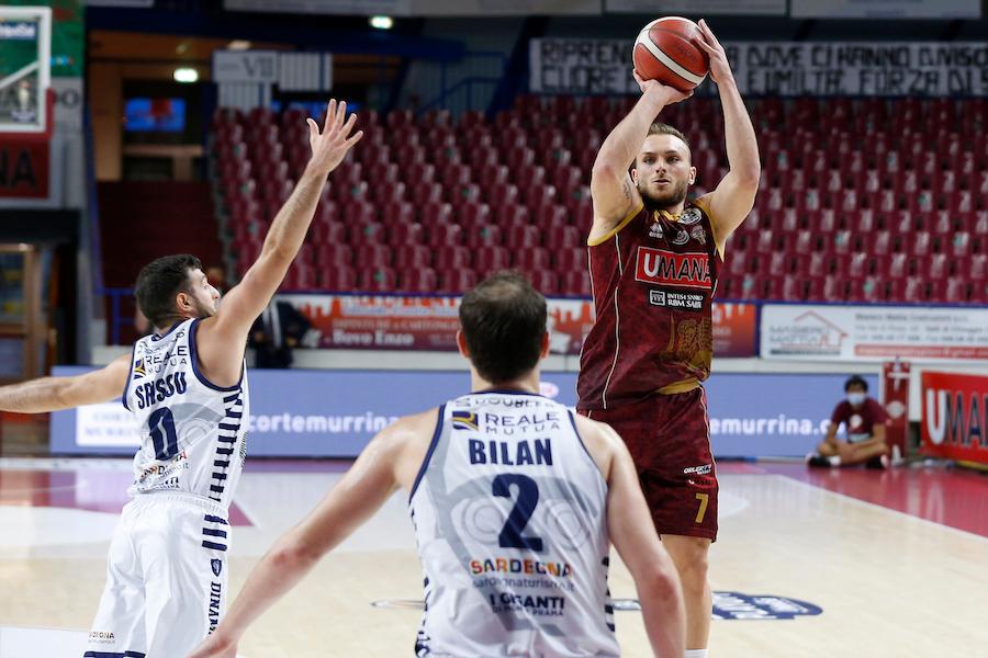 LIVE Venezia Dinamo Sassari 37 47, Serie A basket in DIRETTA: sardi avanti al riposo, ma i veneti recuperano nel finale