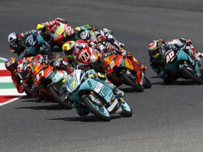 LIVE Moto3, GP Catalogna 2021 in DIRETTA: Sergio Garcia vince in volata su Alcoba ed Oncu. Italiani in ombra