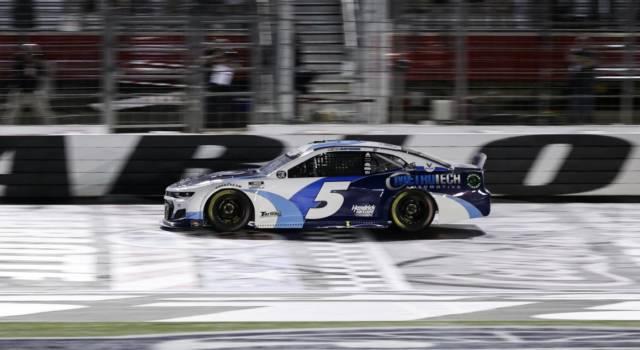 NASCAR, Kyle Larson concede il tris a Nashville