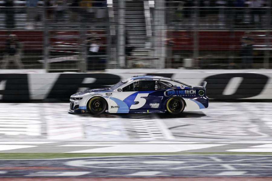 NASCAR, All Star race: Kyle Larson si impone su Brad Keselowski