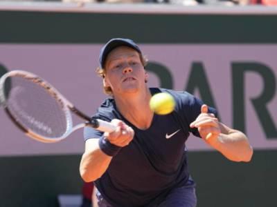 LIVE Sinner-Nadal 5-7 3-6 0-6, Roland Garros 2021 in DIRETTA: il maiorchino non lascia scampo all'azzurro e si prende i quarti