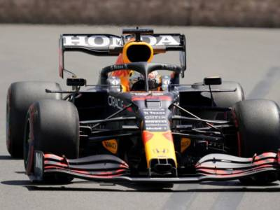 "VIDEO F1 GP Baku, Verstappen: ""Qualifiche stupide, volevo la pole"""