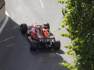 Griglia di partenza F1, GP Azerbaijan: Charles Leclerc in pole! Carlos Sainz 5°. Norris penalizzato, cosa cambia?