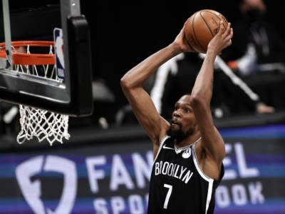 NBA Playoff 2021: Brooklyn spazza via Milwaukee in gara 2, Phoenix vince la prima con Denver