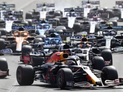 F1, promossi e bocciati GP Azerbaijan. Sergio Perez bravo e fortunato, Verstappen-Hamilton 0-0 e Leclerc sufficiente