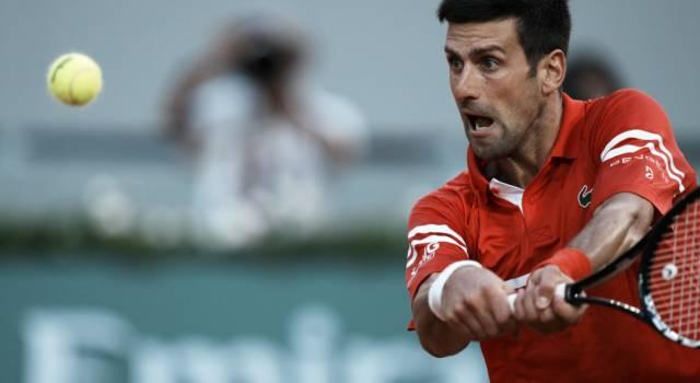 LIVE Djokovic-Tsitsipas 3-2, Finale Roland Garros in DIRETTA: il serbo rimonta da 0-2 e si porta a -1 da Federer e Nadal per numero di Slam