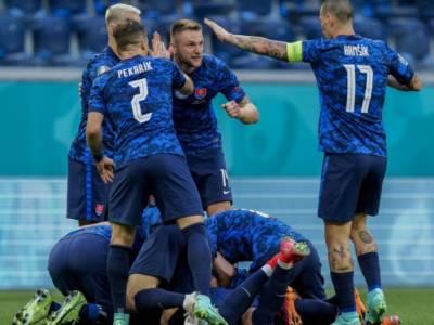 LIVE Polonia-Slovacchia 1-2, Europei calcio 2021 in DIRETTA: impresa degli slavi, decide l'interista Skriniar