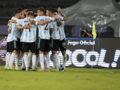 Calcio, Coppa America 2021: Cile ed Argentina vincono di misura e condividono la vetta del Girone A