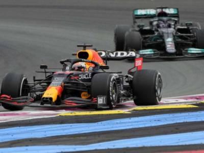 F1, perché Max Verstappen ha sconfitto Hamilton a 2 giri dalla fine. La strategia vincente della Red Bull