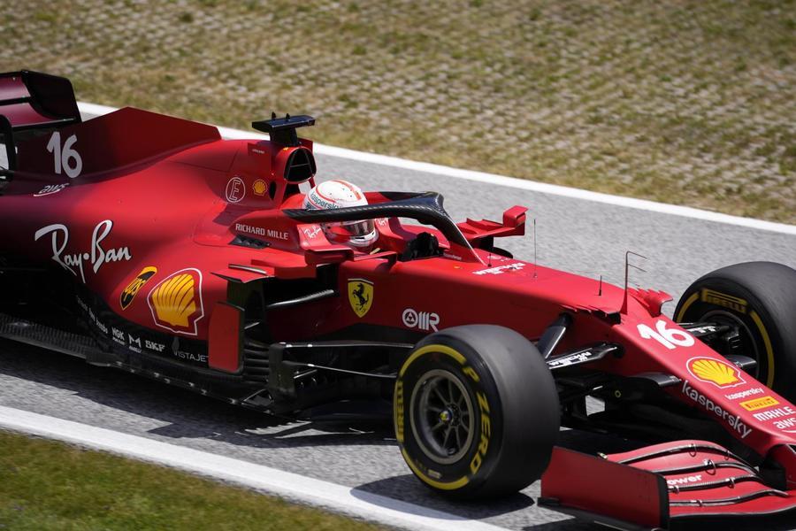 F1, il dress code per il GP in Arabia Saudita: niente canotte e pantaloncini corti